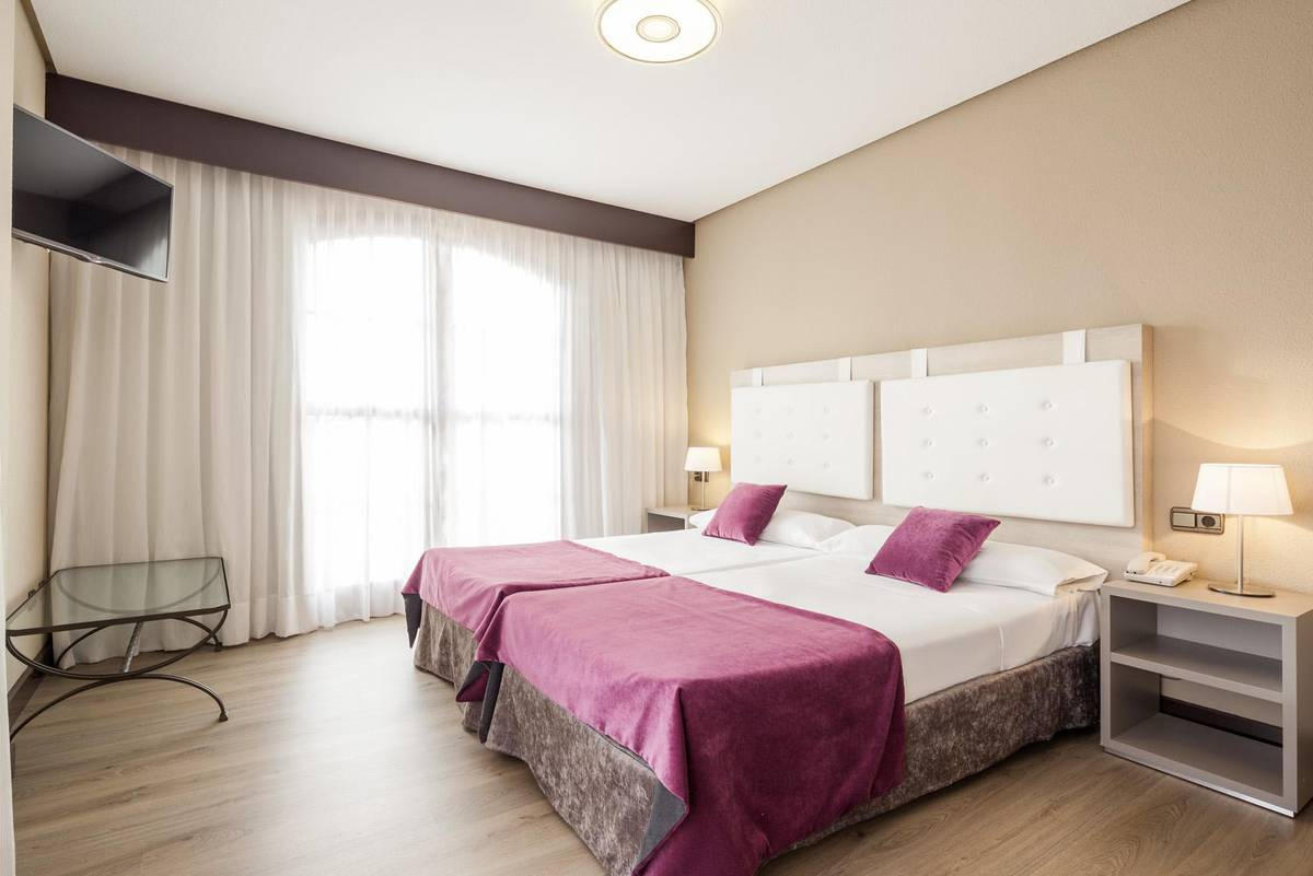 Quarto triplo ilunion golf badajoz hotel ilunion golf badajoz
